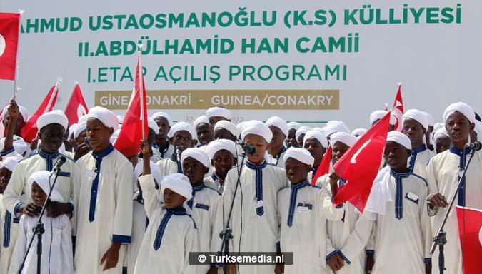 Turken openen groot moskeecomplex in West-Afrika2