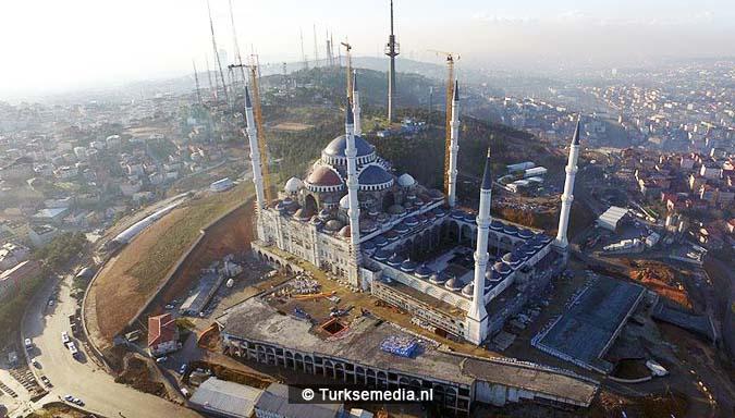 Turkije plaatst grootste topstuk ter wereld op megamoskee6