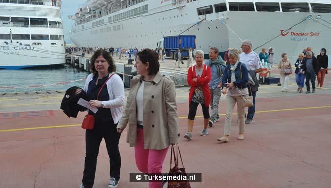 Duizenden toeristen uit VS en VK meren tegelijk aan in Turkije2