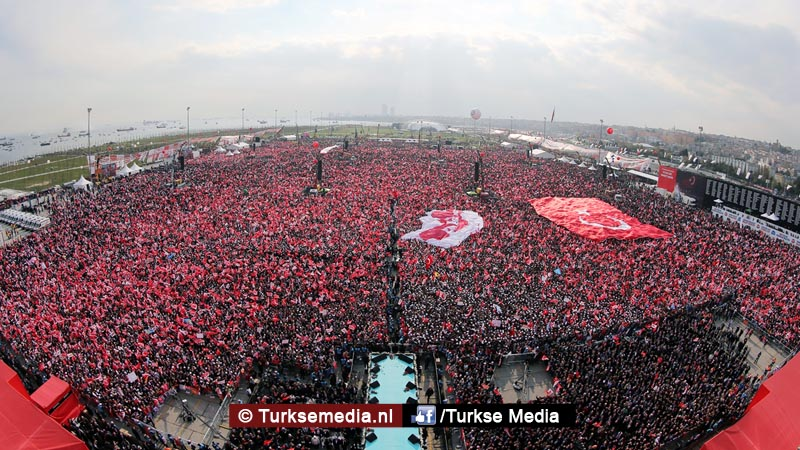 Miljoen Turken roepen 'ja' tijdens megacampagne Istanbul