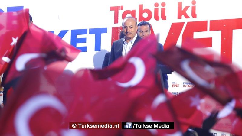 Nederlandse vrouw barst in tranen uit bij Turkse minister