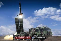 Turkije toont eigen raketten tijdens beurs2