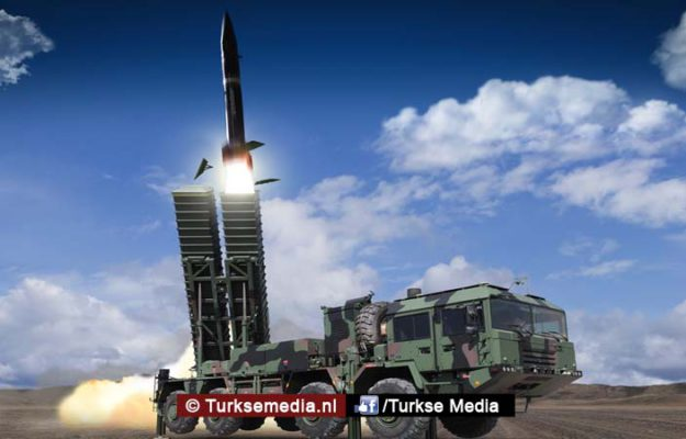 Turkije toont eigen raket tijdens beurs