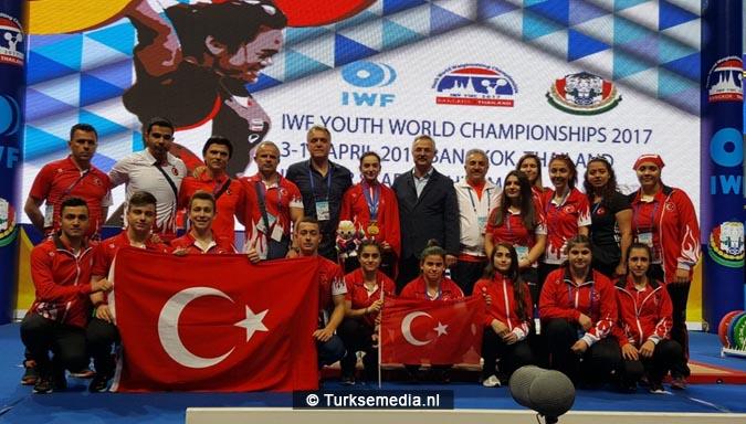 Turks meisje (17) wereldkampioen gewichtheffen4