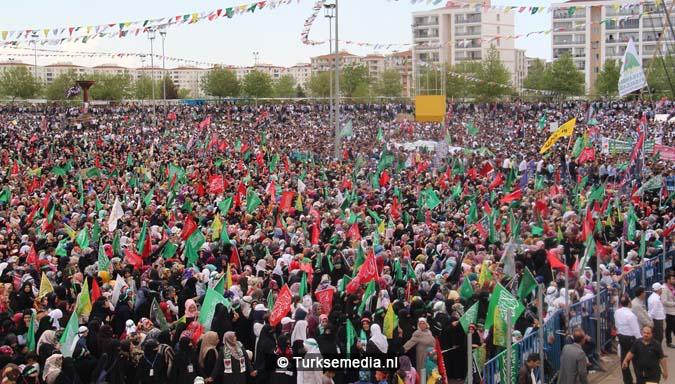 Turkse Koerden massaal bijeen voor herdenking profeet (exclusieve fotogalerij)1