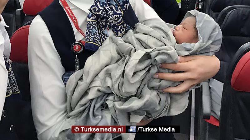 Vliegtuigbaby Turkish Airlines hoeft later geen baan te zoeken