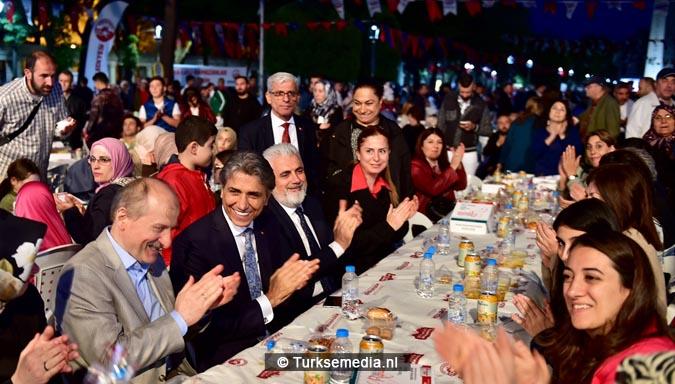 Eten op zijn Turks iftar met 30.000 mensen uit de hele wereld2