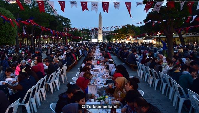 Eten op zijn Turks iftar met 30.000 mensen uit de hele wereld4