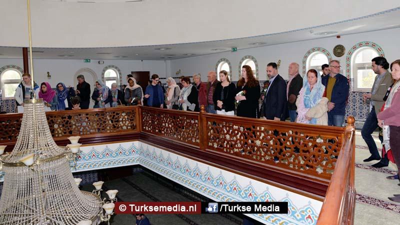 Open dag moskee brengt Nederlanders bijeen (exclusieve foto's)