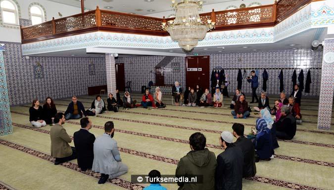 Open dag moskee brengt Nederlanders bijeen1