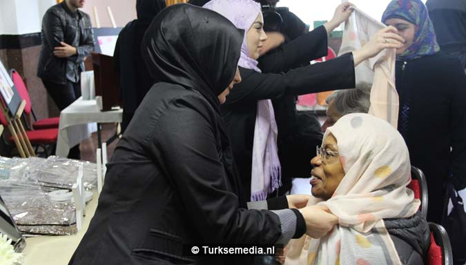 Open dag moskee brengt Nederlanders bijeen3