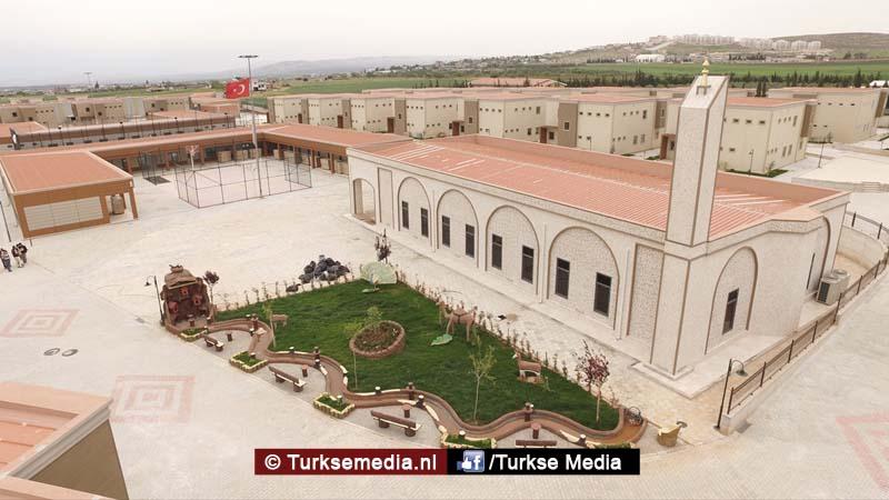 Turken bouwen grootste weescentrum ter wereld voor Syrische kinderen (FOTO'S + VIDEO)