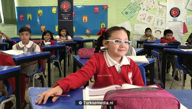 Turkije doneert schoolspullen aan Mexicaanse school1