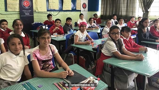 Turkije doneert schoolspullen aan Mexicaanse school3