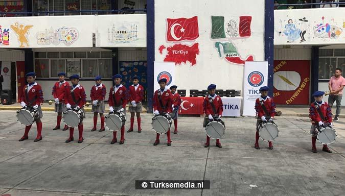Turkije doneert schoolspullen aan Mexicaanse school6