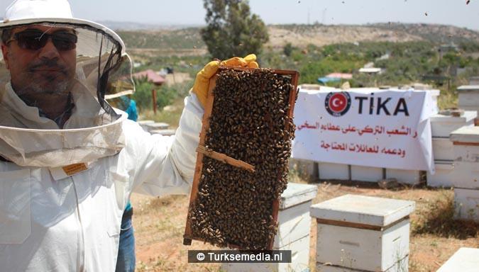 Turkse hulp aan Palestijnen reikt tot aan bijenkorven3