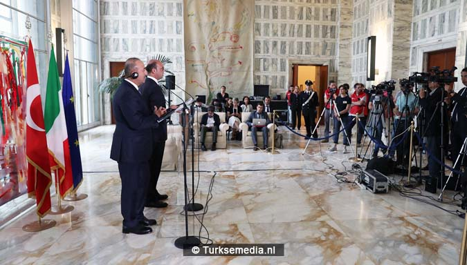 Turkse minister geeft Italiaanse journalist harde les in Rome2