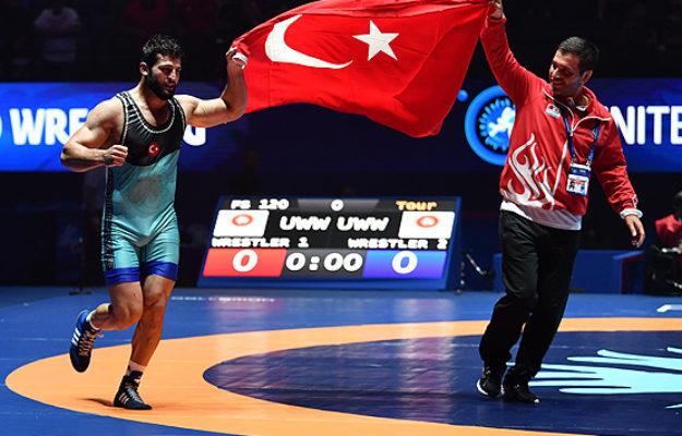 Turkish wrestler Metehan Basar wins gold at Paris 2017