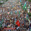 Duizenden Pakistanen de straat op voor Rohingya-moslims
