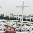 Nieuwe moskee belaagd met kruisen