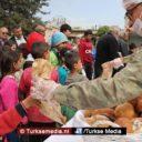 Turkse militairen delen na Afrin ook brood uit aan Koerden in Jindires (exclusieve fotogalerij)