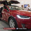Elon Musk komt persoonlijk Tesla's verkopen in Turkije: 'Ik hou van jullie land'