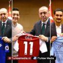 Turkse voetbalsterren bezoeken Erdoğan in Londen