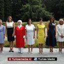 First lady Turkije op de foto met echtgenotes van wereldleiders