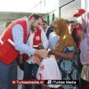 Turkse minister naar getroffen Indonesië, deelt persoonlijk hulp uit