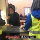 Moslims delen voedsel uit aan dakloze arme Oostenrijkers