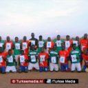 Turkse voetbalclub doneert materiaal aan Afrikaans vluchtelingenteam