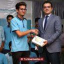 Turkije deelt tablets uit aan Pakistaanse studenten in Islamabad