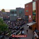 Utrechters bijeen tijdens grote straatiftar