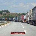 Saudi-Arabië houdt tientallen Turkse vrachtwagens op bij grensovergang