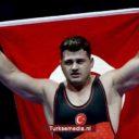Turkse worstelaar schrijft geschiedenis na WK-zege op Cubaan