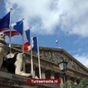 Frankrijk zoekt toenadering tot Turkije nu het op de blaren zit