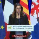 Koerdische journaliste barst in tranen uit tijdens congres