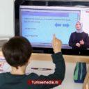 Turkije start onderwijs op afstand: miljoenen scholieren achter schermen