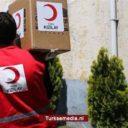 Turken delen voedsel uit aan behoeftige Armeniërs