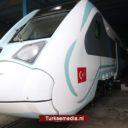 Turkije toont trein van eigen makelij