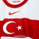Turkije toont nieuw voetbalshirt van elftal