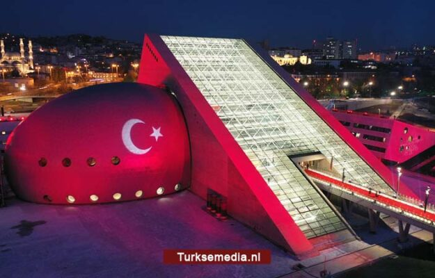 Turkije opent uniek en gigantisch concertgebouw