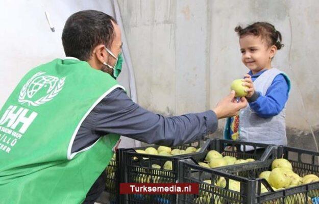 Turkse hulpgroep IHH deelt 470 ton fruit en groente uit in Syrië