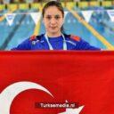 Turkse zwemster (15) breekt wereldrecord