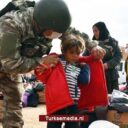 Turkse militairen delen voedsel en winterkleding uit in Syrië