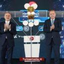 Turkije neemt nieuwe satelliet feestelijk in gebruik