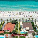 Toeristen stormen af op Turkse vakantiehemel Antalya