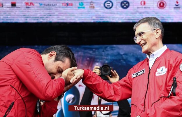 Turkse dronegenie eert Turkse Nobelprijswinnaar tijdens grootste techfestival