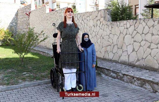 Turkse Rumeysa is langste vrouw ter wereld