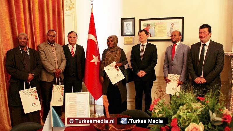 Somalische nederlanders bedanken turkije in den haag for Turkse reisbureau den haag